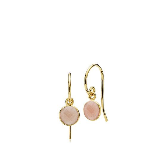 Prima Donna earrings small Peach Moonstone von Izabel Camille in Vergoldet-Silber Sterling 925
