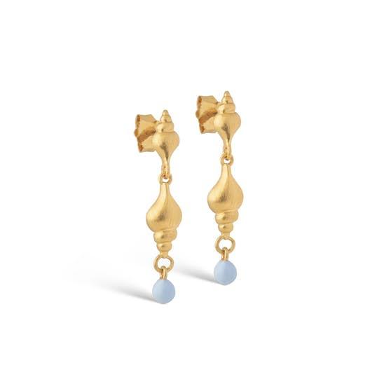 Tulip Shell earrings von Enamel Copenhagen in Vergoldet-Silber Sterling 925