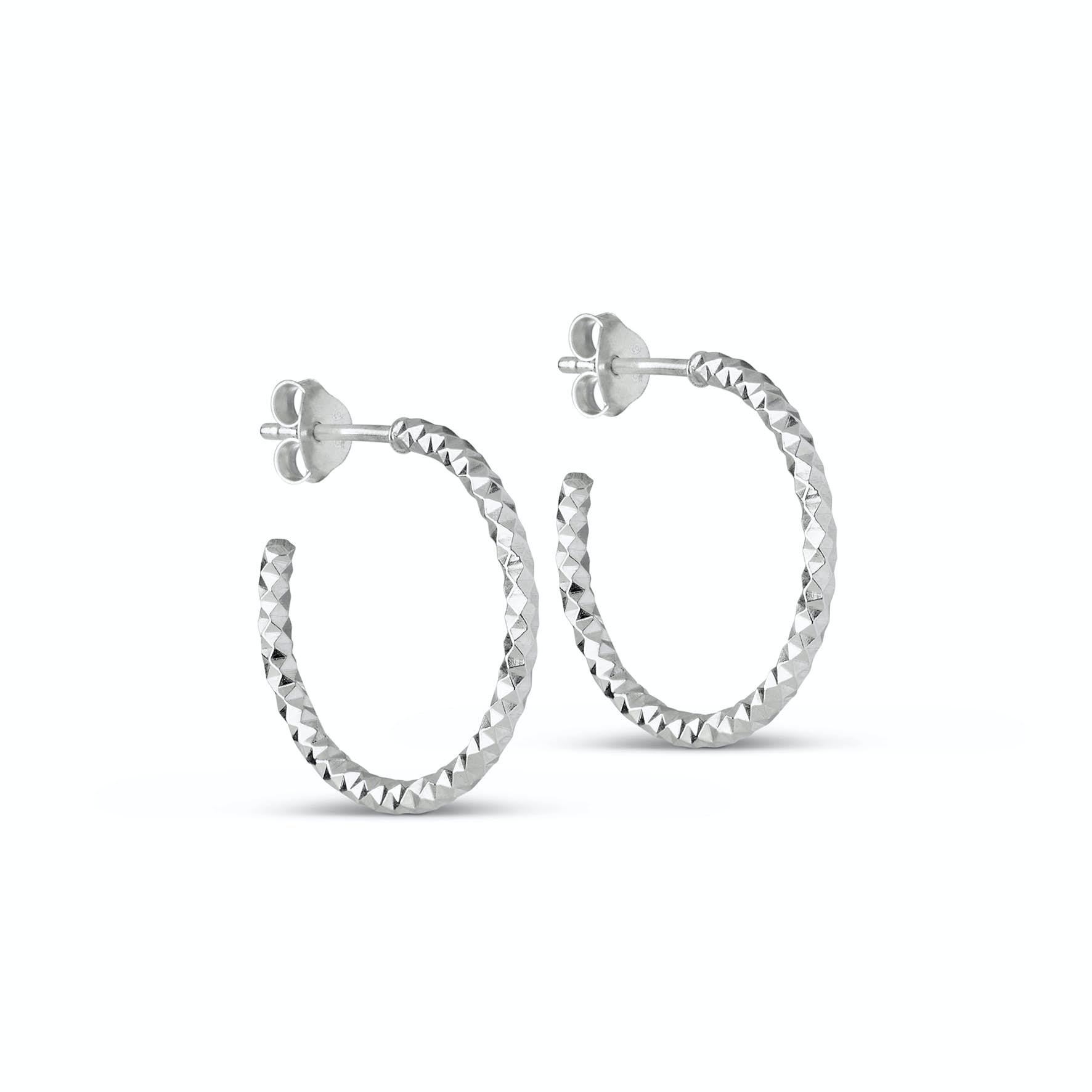 Diamond Cut Small Hoops fra Enamel Copenhagen i Sølv Sterling 925