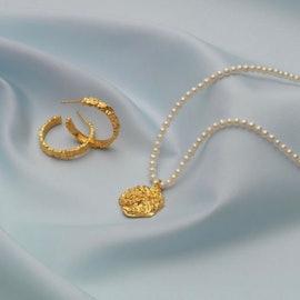Aio Medium earrings fra Maanesten