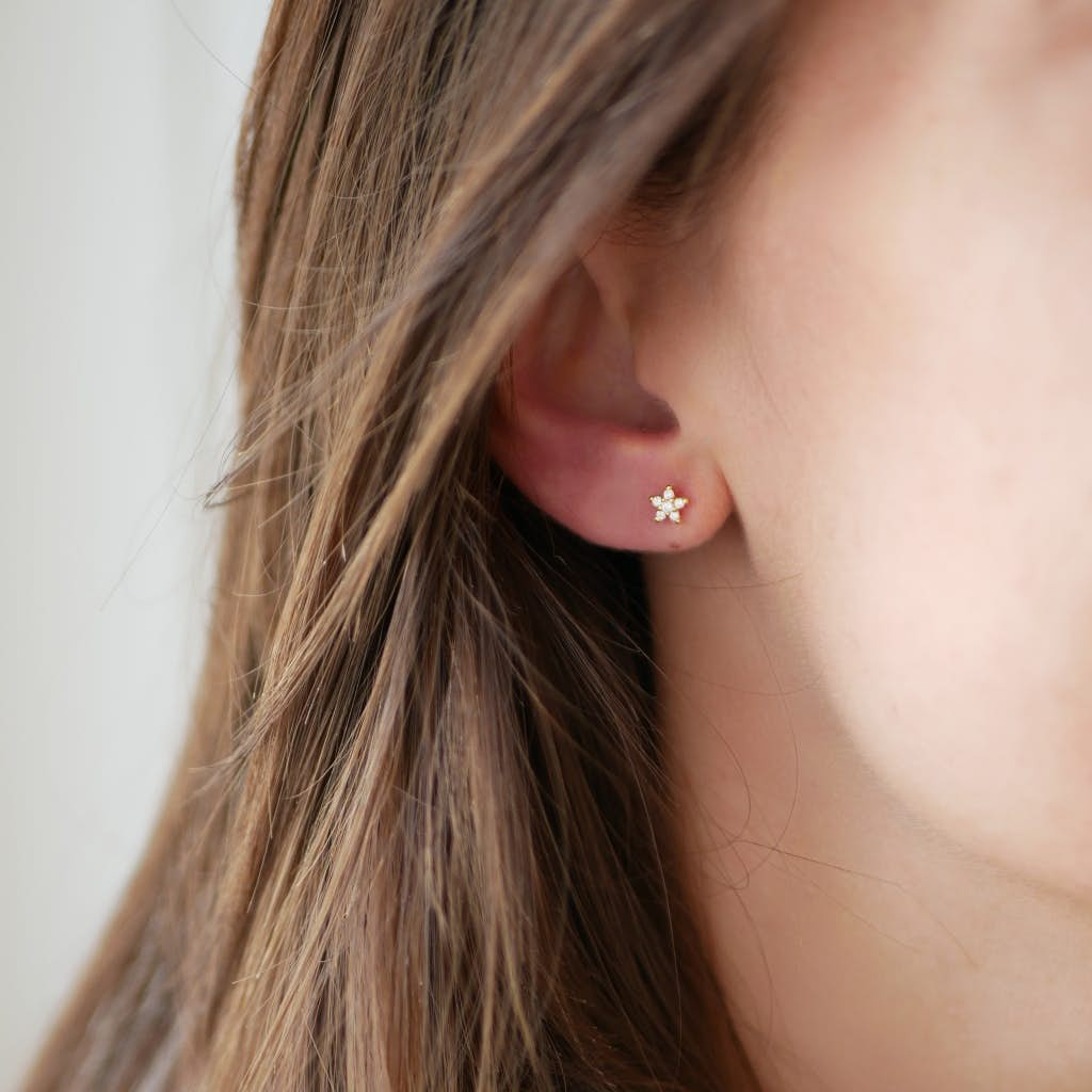 Fleur earsticks von Enamel Copenhagen in Vergoldet-Silber Sterling 925