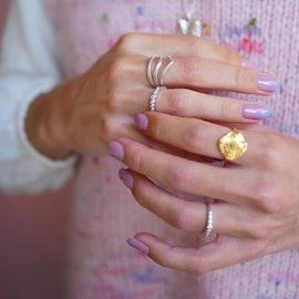V-Shape Ring aus Enamel Copenhagen