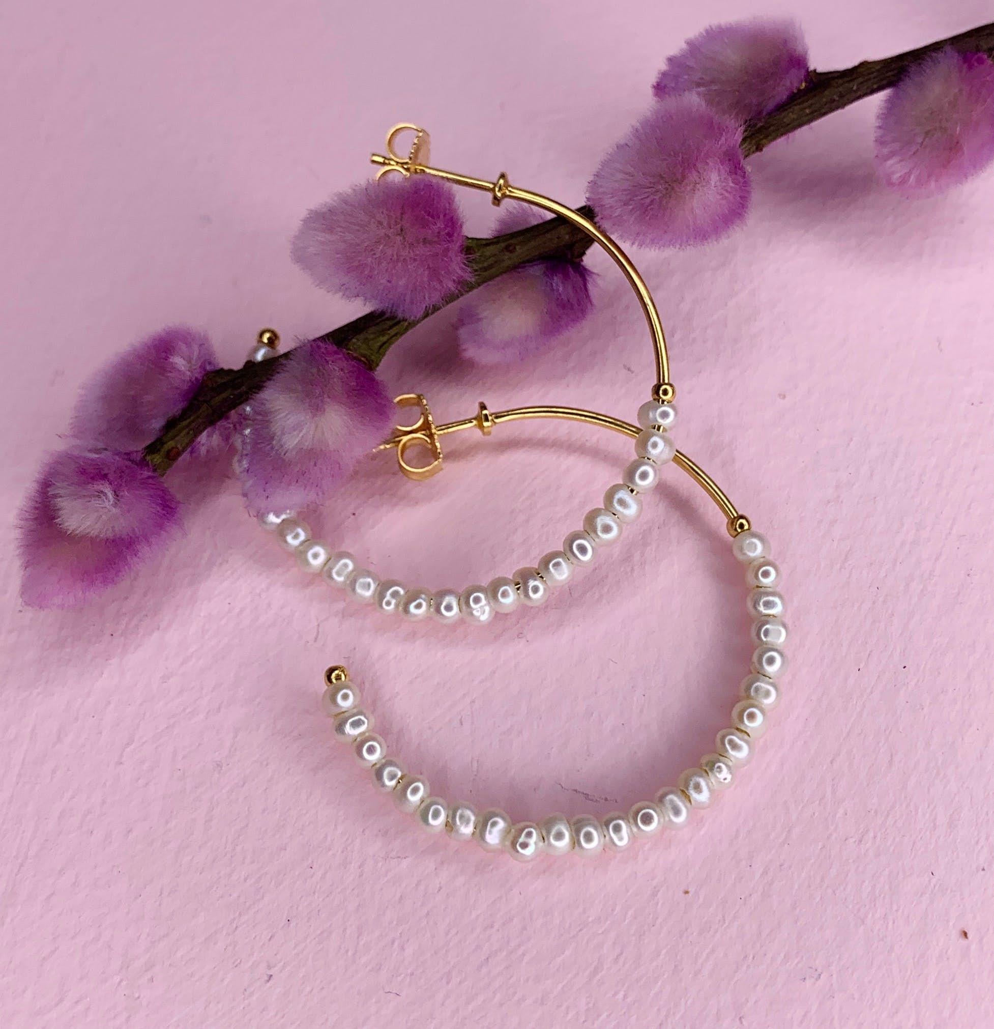 Miss Pearl large creols White fra Izabel Camille i Forgylt-Sølv Sterling 925