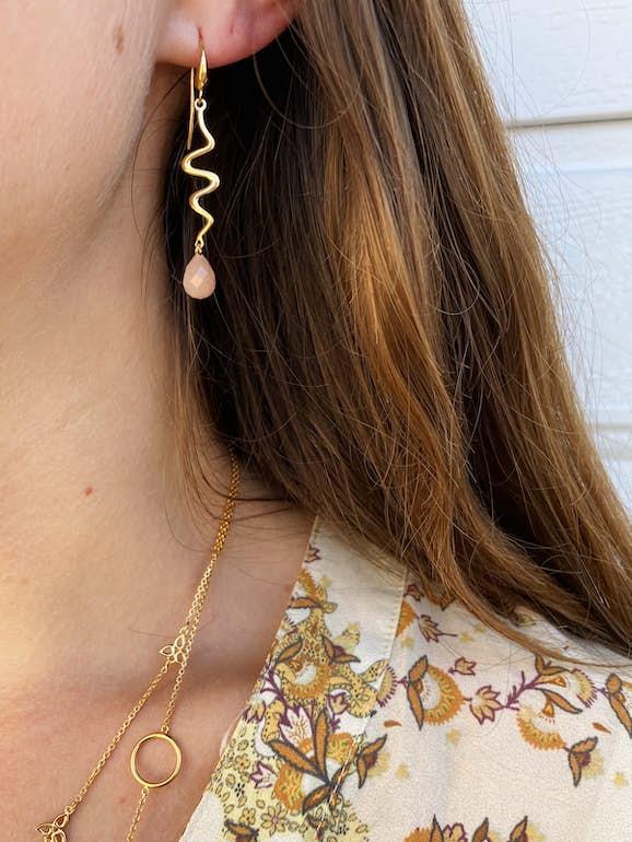 Saniya earrings peach von Izabel Camille in Vergoldet-Silber Sterling 925