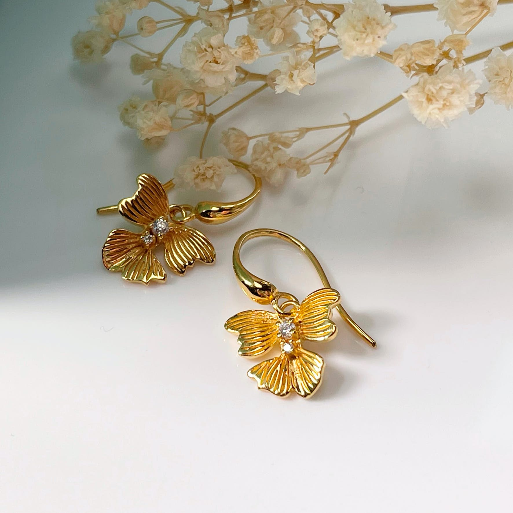 Violet Earrings von Izabel Camille in Vergoldet-Silber Sterling 925