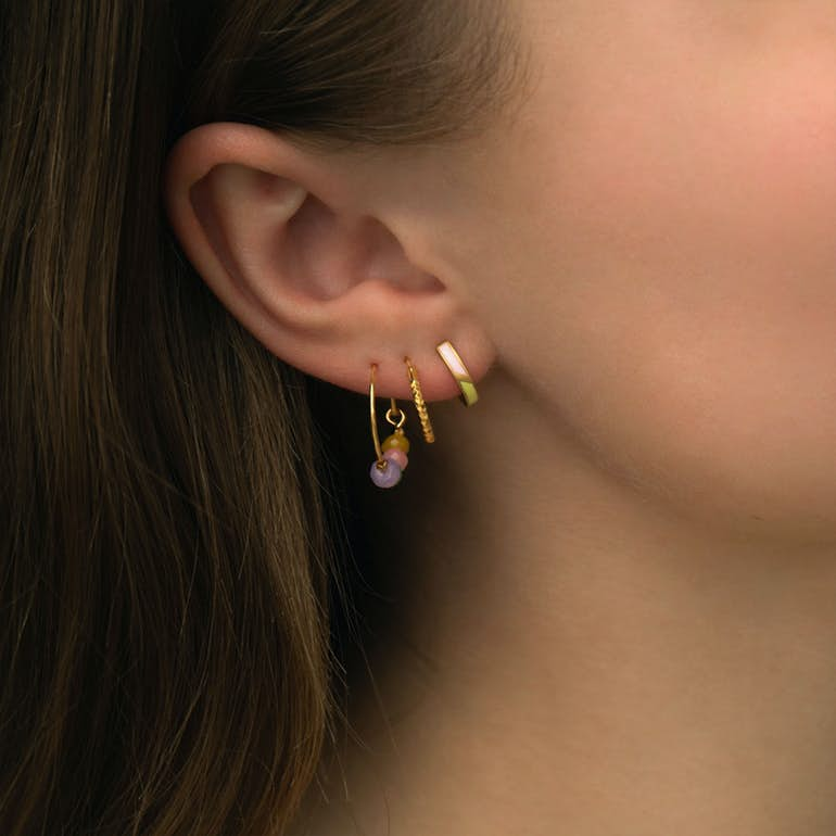 Petit Circus Huggie Earring Blue & Pale Peach Enamel von STINE A Jewelry in Vergoldet-Silber Sterling 925