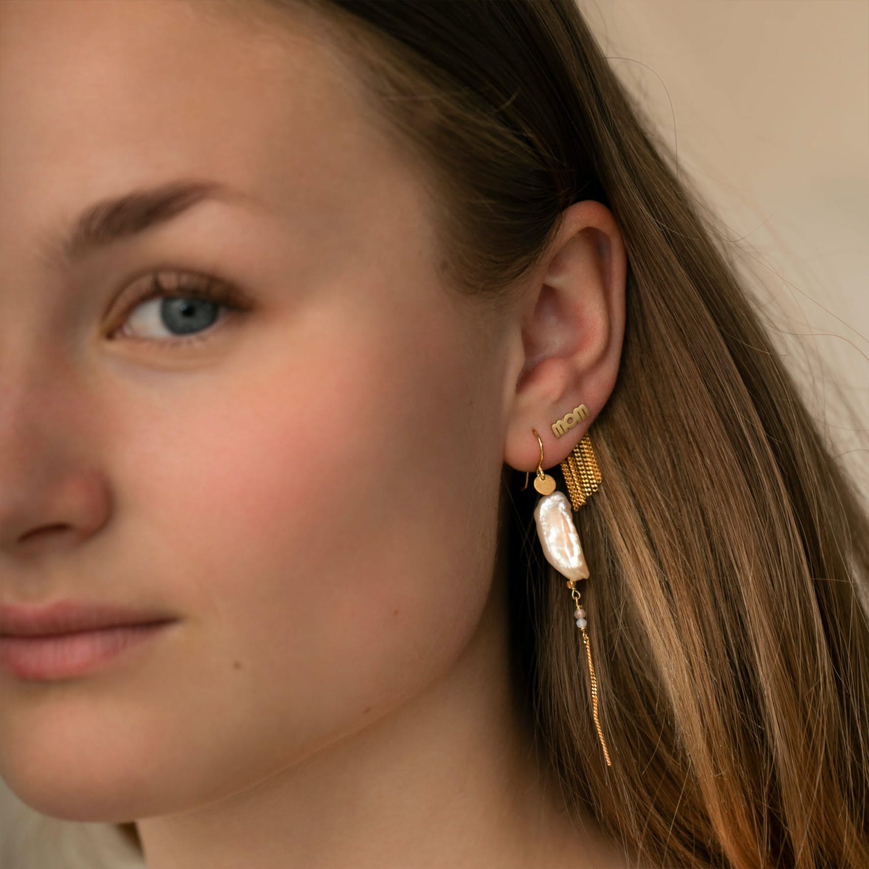 Long Baroque Pearl with Chain Earring Peach Sorbet fra STINE A Jewelry i Forgylt-Sølv Sterling 925|Freshwater Pearl