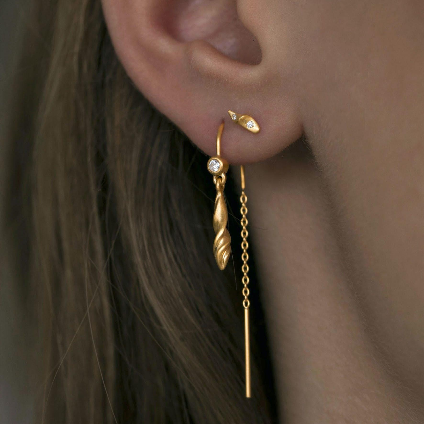 Dangling Petit Velvet Earchain von STINE A Jewelry in Vergoldet-Silber Sterling 925