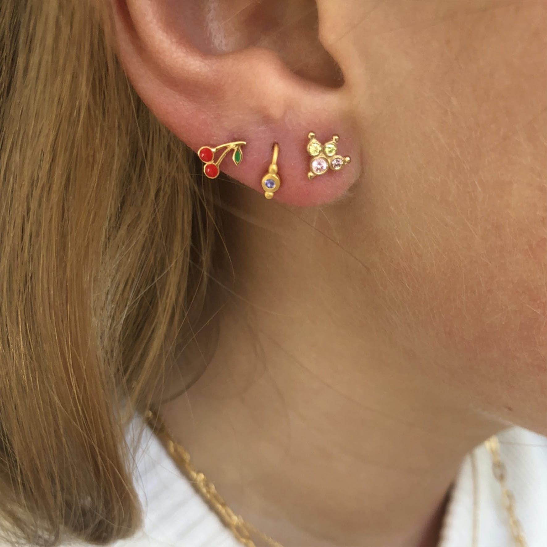 Petit Cherry Enamel Earstick fra STINE A Jewelry i Forgylt-Sølv Sterling 925