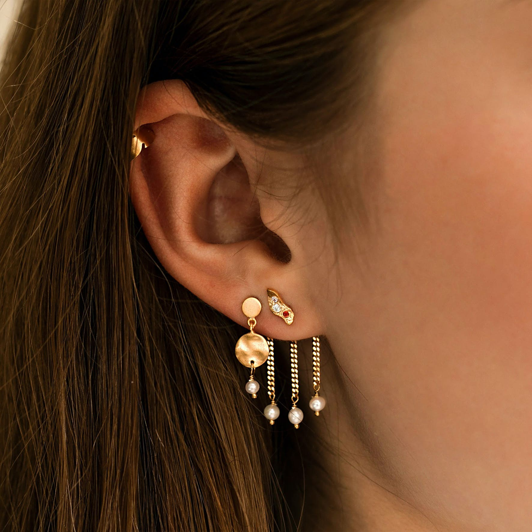 Petit Hammered Coin and Stone Earring - Pearl from STINE A Jewelry in Goldplated-Silver Sterling 925|Freshwater Pearl