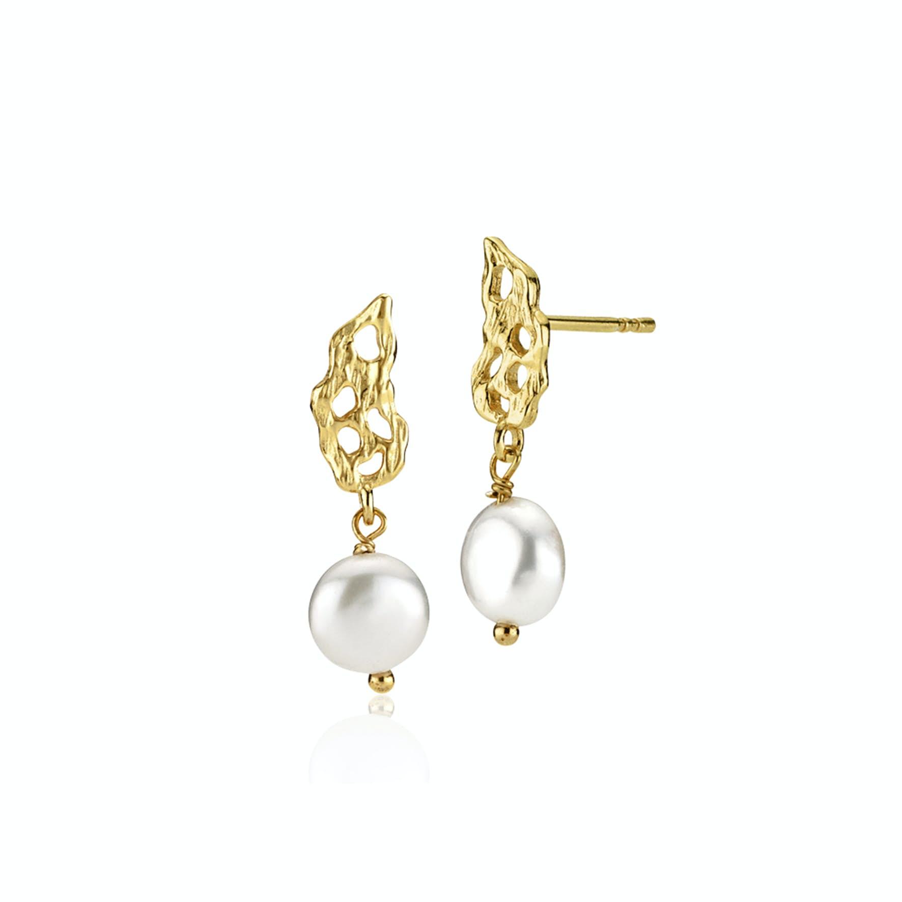 Holly Pearl Earrings från Izabel Camille i Förgyllt-Silver Sterling 925