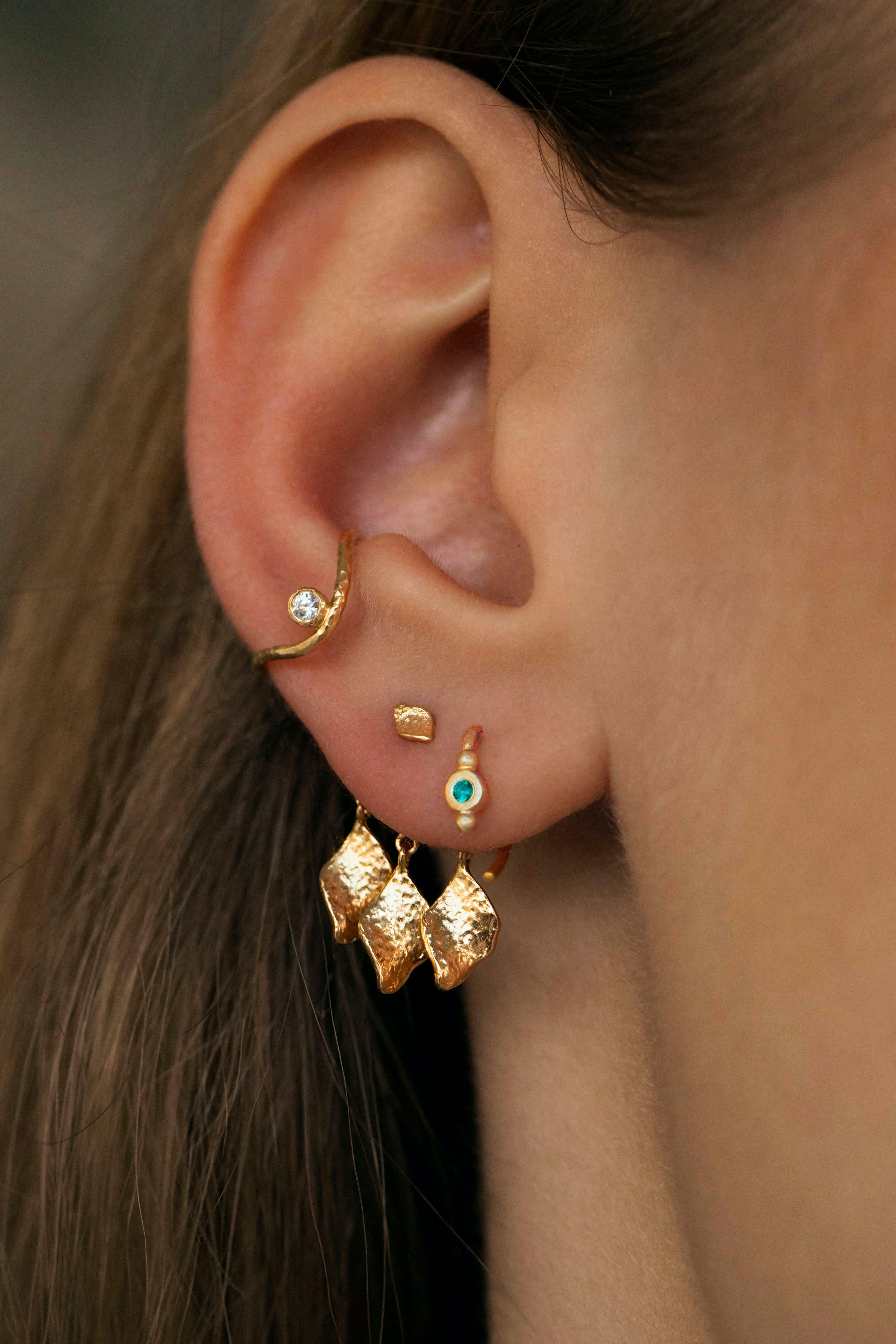 Big Wavy Ear Cuff With Stone