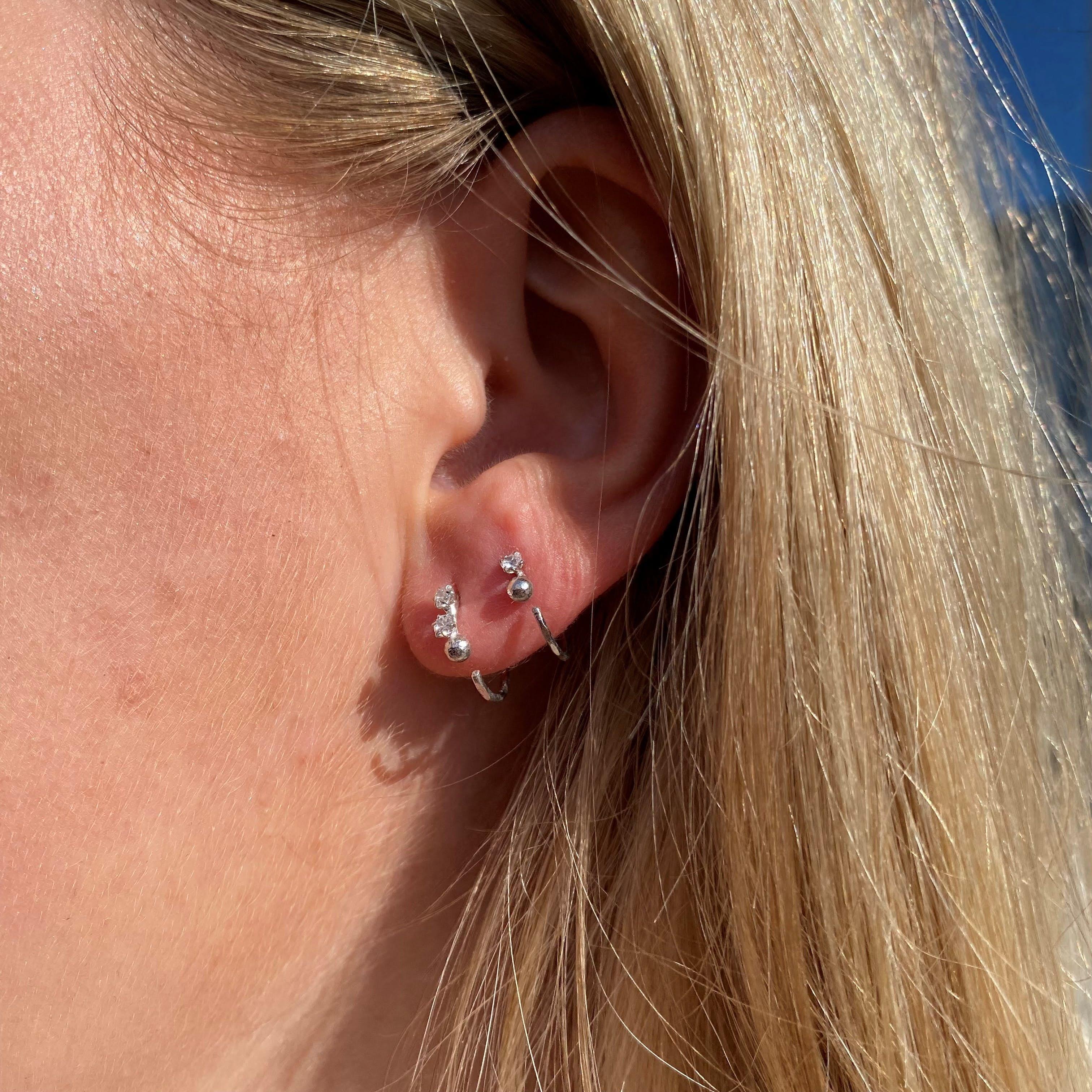 Lela 2 stone earrings från Maanesten i Silver Sterling 925