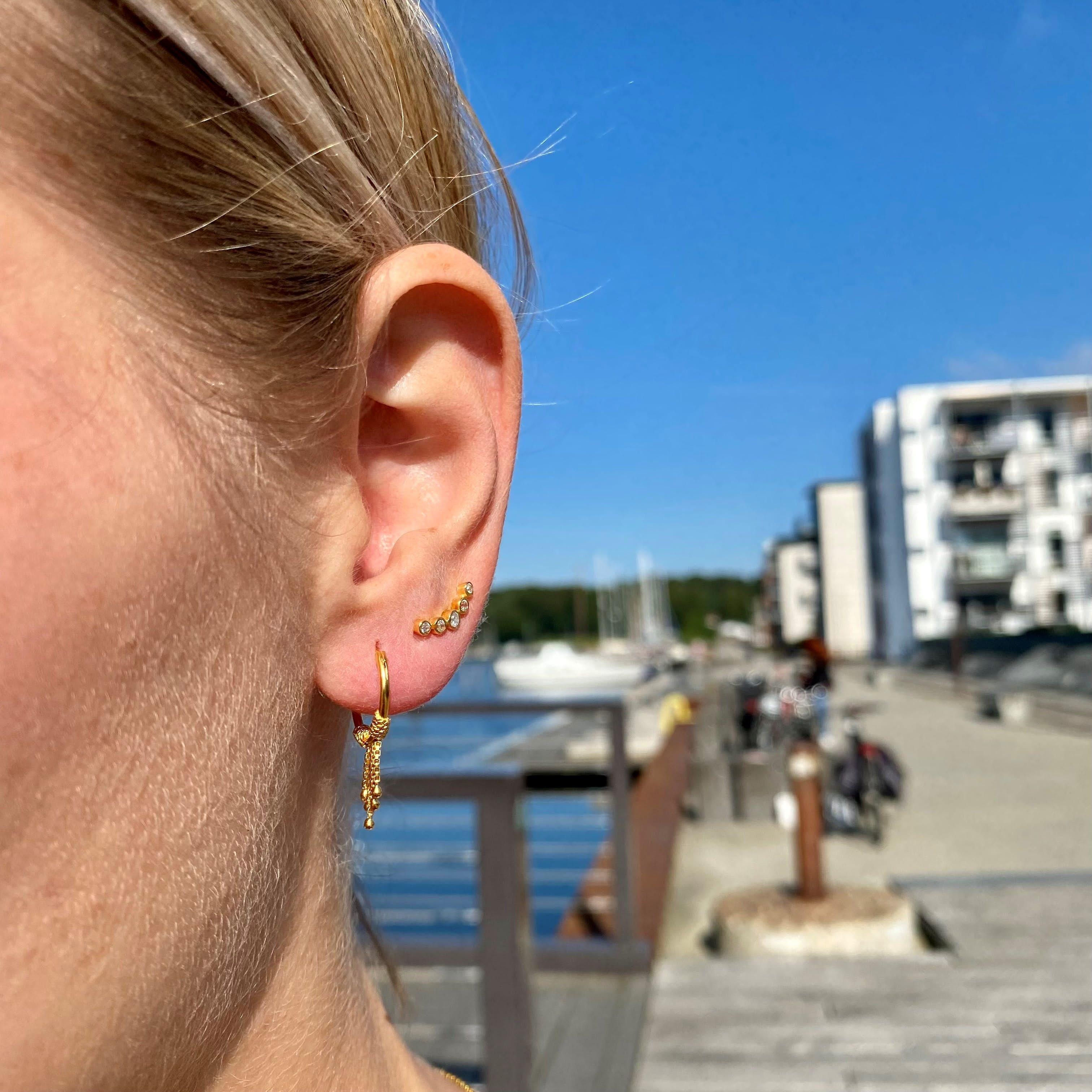 Ellie 5 Stones earsticks from Maanesten in Silver Sterling 925