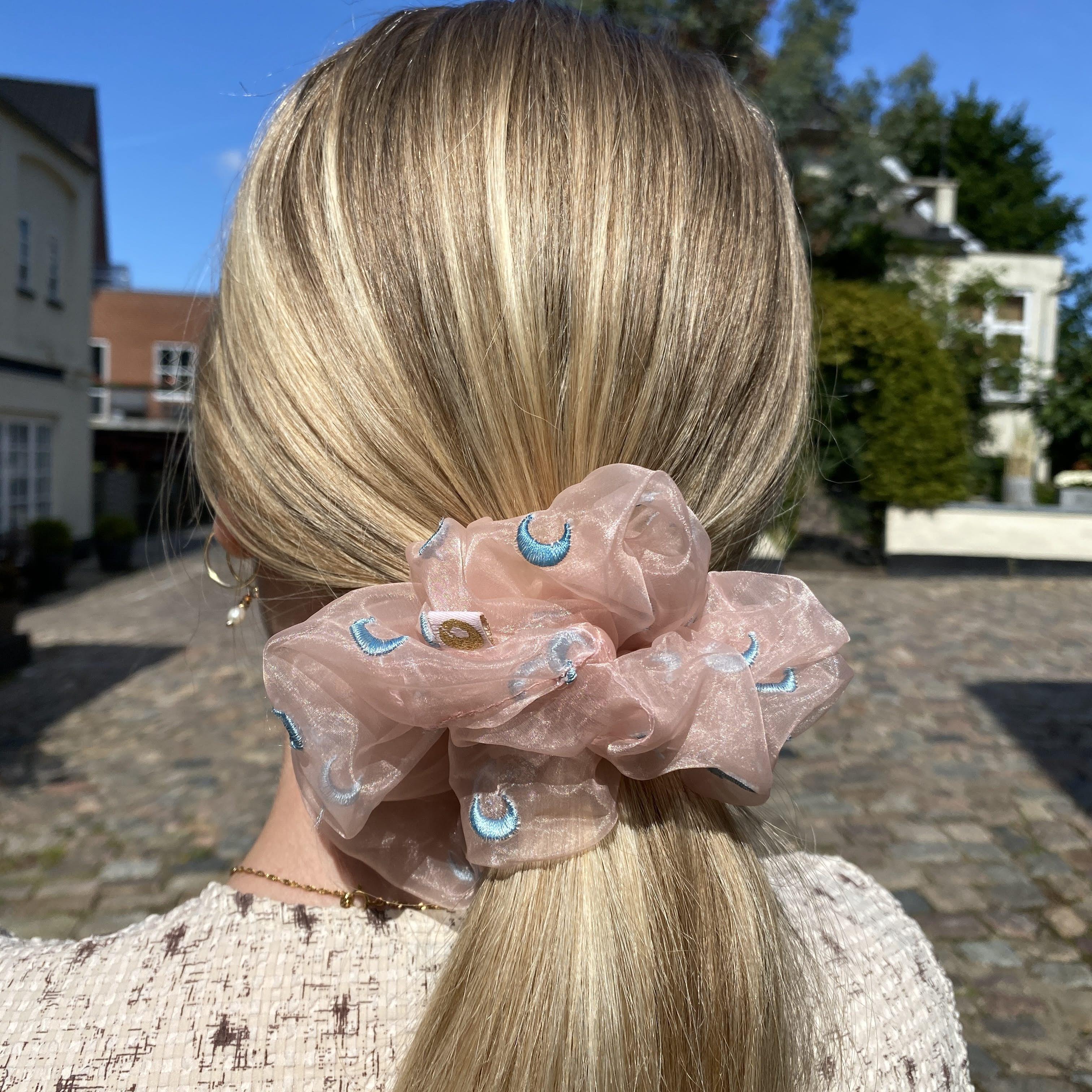 Anisette Moon Dusty Rose Scrunchie fra Maanesten i Polyester